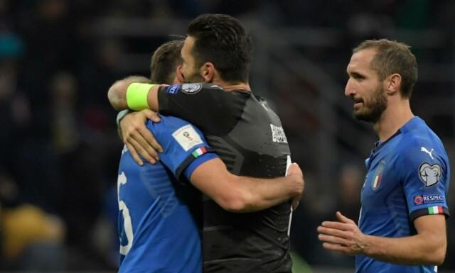 VED VEIS ENDE  Andrea Barzagli gir Gianluigi Buffon en klem etter kampen  mot Sverige. 2e0e9c7722136