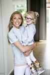 CEREBRAL PARESE: Julie (3) ble født i svangerskapsuke 29 og første gang Gitte forsiktig holdt datteren sin, var hun ikke større enn morens to hender til sammen. FOTO: Gregers Overvad